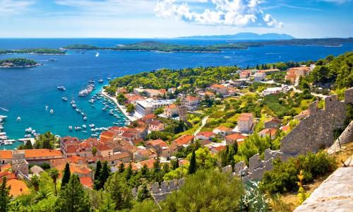 Chorwacja - zatoka z murami zamku