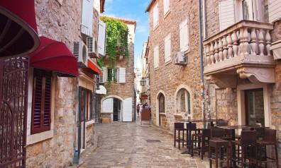 Średnowieczna uliczka w Czarnogórze