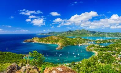 Karaiby zatoka pełna jachtów