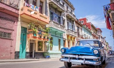 Kuba, Havana - Stary samchód na ulicy