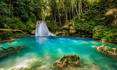 Karaiby piękny wodospad