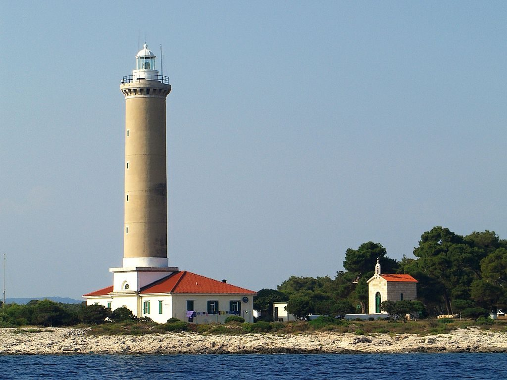 1024px-Veli_Rat_lighthouse_2.JPG